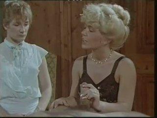Das lustschloss der josefine mutzenbacher (1986) apģērbta sievete kails vīrietis aina