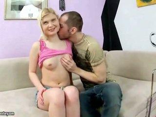 Schattig tiener having haar een hole rammed