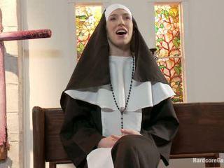 Дребен блондинки lives навън fantasy монахиня gangbanged от 5 priests в chapel