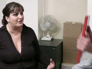 Heiß büro fick mit vollbusig dame