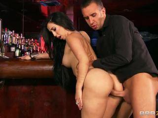 Bar neuken met groot breasted valerie kay