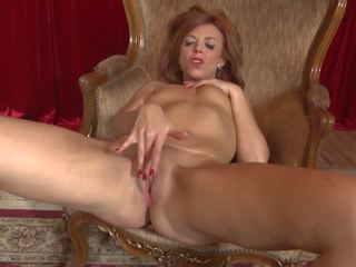 Amateur Cougar Mom Feeding Her Hungry Pussy: Free Porn c3