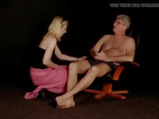 Stupid opruimen dame gets slapped, gratis porno 78