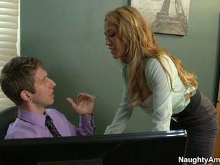 Sensuous groot titted secretaresse capri cavanni screws chief