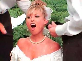Wild bruid cummed en pissed op