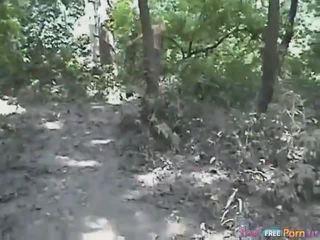 Tania has a סגנון כלב quickie ב the יער