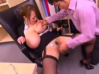 Slikts birojs dāma ar liels bumbulīši hitomi tanaka