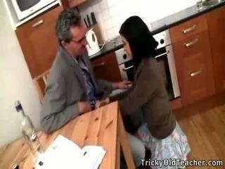 Секси брюнетка ученичка acquires banged от тя pedagogue