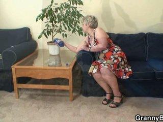 Lonely babcia takes duży kutas