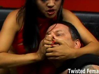 Vrouwelijke dominantie sluts wil behandelen u rechts