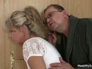 Ő leaves és régi parents seduces övé yummy gf