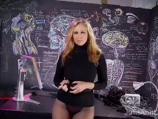 Сексуальна матуся julia ann sweater роздягання дражнити & solo!