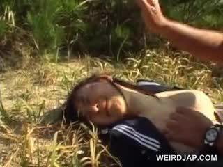 Innocent azjatyckie szkoła dziewczyna wymuszony w hardcore seks na zewnątrz