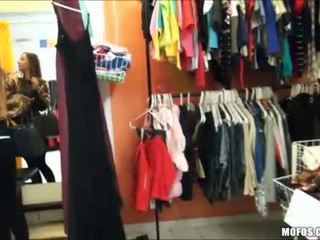 Ruang Ganti Pakaian