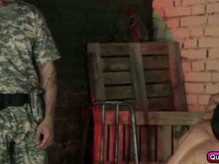 Karstās un uzbudinātas soldiers grupa sekss.