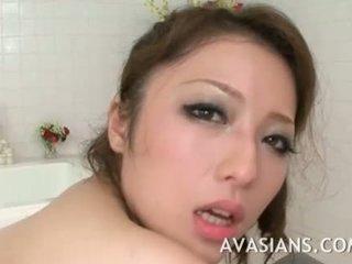 Veliko oprsje japonsko mama likes to globoko v the kopalnica