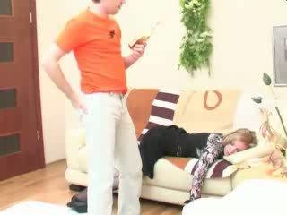 Bêbeda a dormir mãe anal fodido vídeo