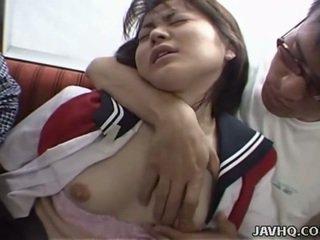 Ιαπωνικό έφηβος/η σε σχολείο στολή has τρίο