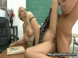 Mrs. julia ann screams come suo studente pounding suo