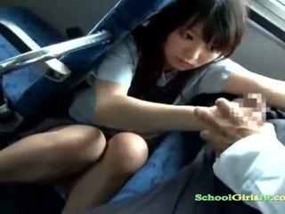 Escolar nena getting su boca follada chupando un guy apagado