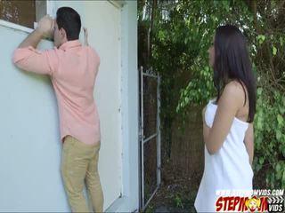 Peeping tom ends augšup jāšanās viņai krūtainas gf un viņai pamāte
