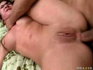Człowiek fucks ciasne anus dobrze