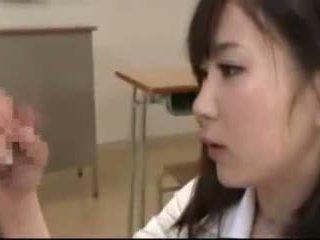 Active female murid menyusu payu dara clip1 tom