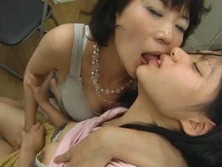 Japonez matura lesbian hits pe adolescenta video