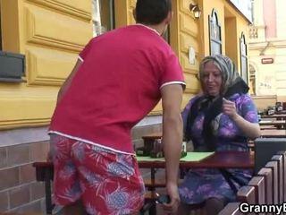 গোঙানী grandmother acquires তার teenaged joystick