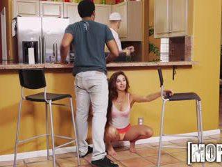 Mofos - dreckig teen cheats auf sie bf