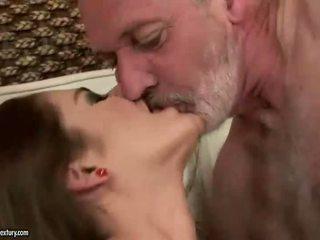 Cathy heaven enjoys sekss ar vecāks guy