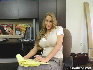 Secratery seducing të saj shefi