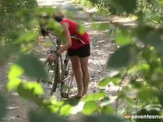 Hatdcore screwing iekšā the mežs