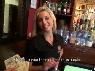 Heet barmaid rihanna samuel seks voor cash