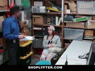 Shoplyfter - devious najstnice fucks ji način out od trouble