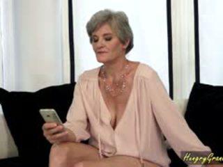Arrapato nonnina sexting giovane hunk