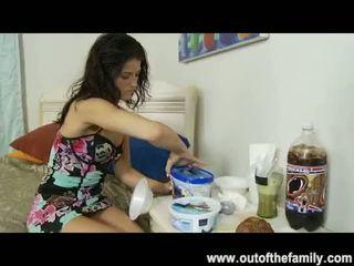 Pelea con su hermana y la violando ver http://bit.ly/1enp3ci