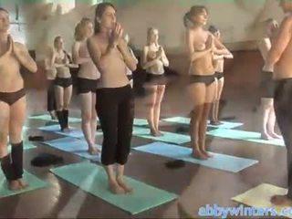 নগ্ন yoga