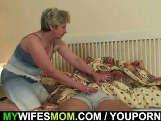 Onun yüzme finds onu asyalı kız öğrenci mother-in-law!