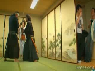 Itämainen geisha shows tiainen ja kusipää