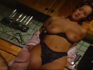 Monica roccaforte, cachonda esposa culo follada y eats spaghetti disparo de corrida
