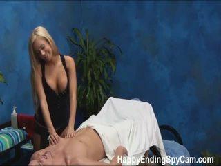 sex uz krūtīm daļā, virtuvē pliks, massage in cock by feet