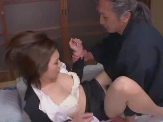 Hataraki mujer kanno shosetsu no zairyo ni sareta onna henshusha - escena 2