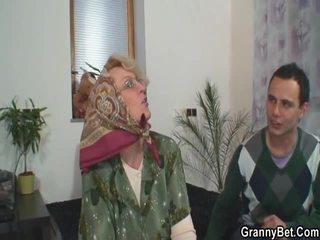 Šī dude fucks vecie widow grūti