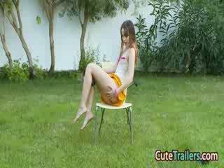 Masturbation und fingern im die grass