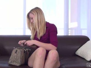 Mooi sexy blondine alexa grace sterren voor een heet casting zitbank episode