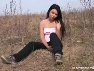 Masturberar inuti den grass