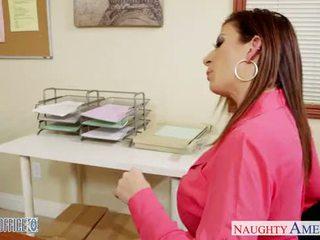 Brunette milf sara jay neuken in de kantoor