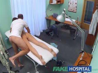 Fakehospital miang/gatal murid gets yang baik seks / persetubuhan daripada doktor
