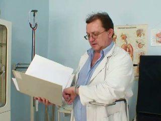 Gemeen grootvader dokter voor oma lindas oud poesje